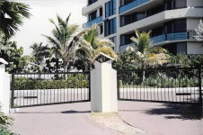 gate driveway commerical